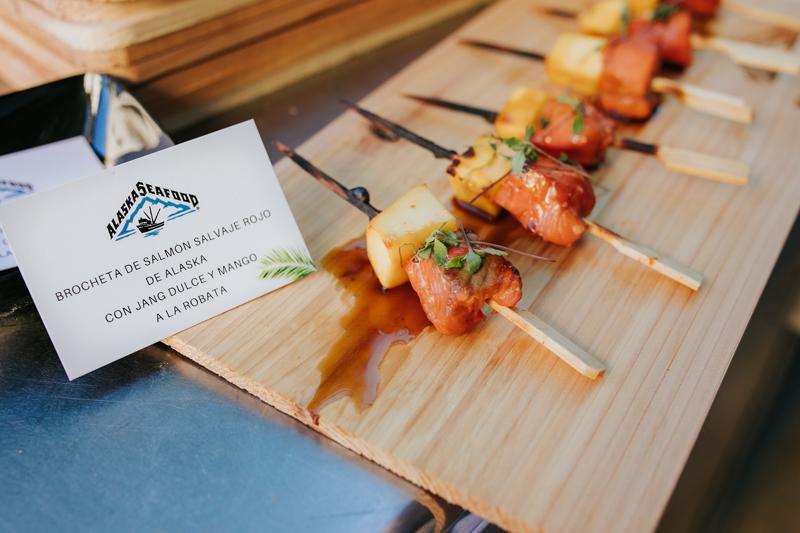 Arranca la  temporada de pesca de salmón salvaje en Alaska y Alaska Seafood lo celebra con una barbacoa hawaiana en los jardines del Consulado de EE.UU. en Barcelona